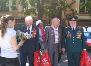 Парад военной техники и общегородская акция «Спасибо» прошли в Шахтах