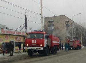 Пожар на улице Шишкина в Шахтах тушили с помощью двух машин