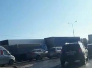 Огромная пробка скопилась на выезде из Шахт в сторону Ростова