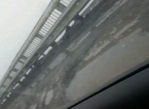«Снег сошел вместе с асфальтом», - шахтинцы оценили мост перед въездом в город