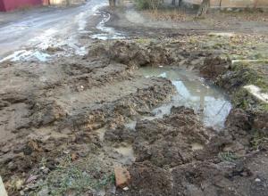 Ровно на сутки хватает ремонта водопровода в поселке Артем в Шахтах
