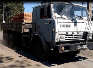 Шахтинцы боятся за жизнь своих детей из-за постоянно снующих по улице грузовиков