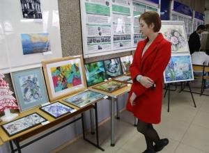 Выставка «ARTволна» проходит в шахтинском институте