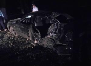 Четыре девушки получили травмы в протаранившем дерево автомобиле Hyundai Accent в Шахтах