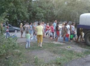 «Водовозка всего одна, и вода течет тонкой струйкой», - жалуются жители Майского в Шахтах