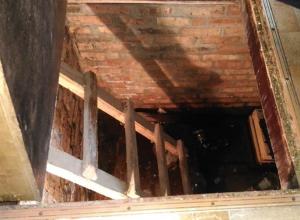 Устранять поломку, из-за которой вода затопила подвал многоквартирного дома, начали после обращения «Блокнота Шахты»