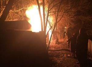 Пожар в посёлке Артём в Шахтах: прохожие спасли от огня ВАЗ-2107