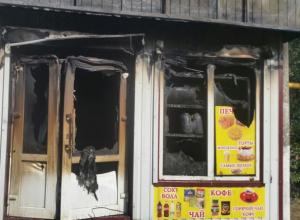 Торговый киоск сожгли на улице Достоевского в Шахтах