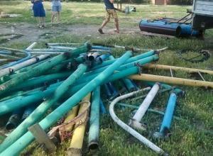 На площадке школы №5 в Шахтах спилили все спортивные сооружения