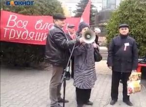 Шахтинка на митинге обвинила главу города в бездействии и предложила высказать ей вотум недоверия