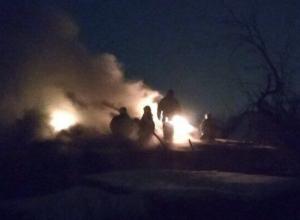 Полыхающий на Красина в Шахтах частный дом сфотографировали очевидцы