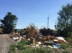 Из-за мусорных куч будут смотреть праздничный салют жители поселка Аюта в Шахтах