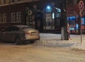 Хамская парковка под знаком «Остановка запрещена» возмутила шахтинца