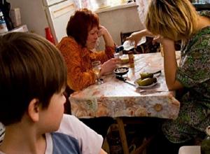 В Шахтах 13 родителей спаивали своих детей, а 7 разрешали детям выпивать
