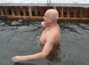 На Крещение в морозную купель окунулись сотни шахтинцев