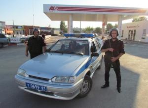 Пассажир отказался оплачивать проезд и угрожал ножом  шахтинскому таксисту