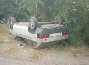 В Шахтах 21-летний водитель ВАЗа вылетел в кювет и перевернулся