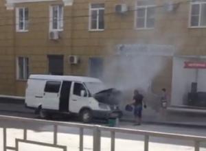 Грузопассажирская «Газель» загорелась прямо на дороге в Шахтах