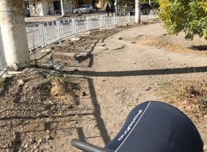 «Ограды установили, а тротуары сделать забыли» - возмущены шахтинцы