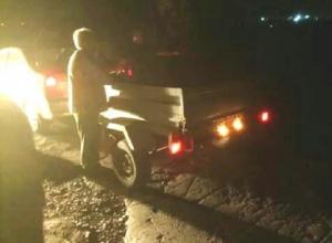 Под покровом ночи вывалили прицеп мусора жители Шахт