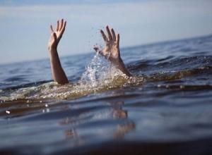 Устанавливают личность девушки, утонувшей в шахтинском пруду
