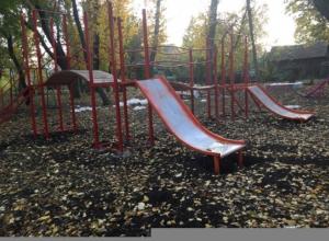 Опасная для жизни детская площадка появилась в посёлке Южной в Шахтах