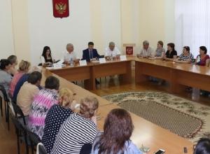 Андрей Ковалев пообещал обманутым дольщиками достроить дома в Шахтах в 2019 году