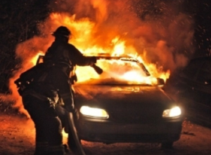 В Шахтах ночью сгорел легковой автомобиль