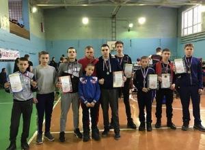 Семь наград взяли на областных соревнованиях шахтинские кикбоксеры СК «Арена»