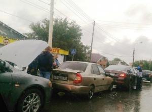 Первый осенний дождь стал причиной нескольких ДТП в Шахтах