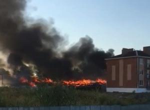 В поселке Каменоломни под Шахтами подожгли ангар площадью 120 кв м