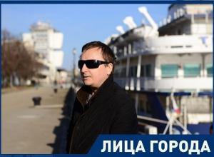 Шахтинский слепой певец записал душераздирающую песню
