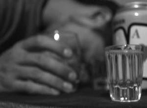 Смерть друга пьяная компания в Шахтах заметила только утром