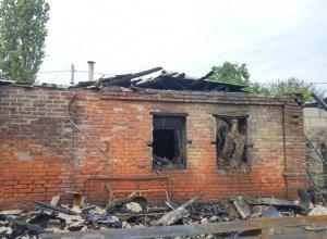 В Шахтах топили баню, а сожгли дом, гараж и пристройку