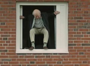 Под Шахтами не по годам  резвый пенсионер залез в окно и ограбил квартиру