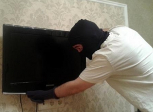 В Шахтах 23-летний рецидивист обчистил квартиру на 15 тысяч рублей