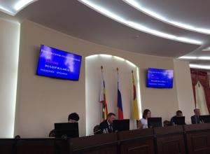 «Пощечиной народу» и «поркой депутатов» назвали заседание городской думы в Шахтах