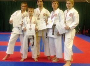 Полный комплект медалей привезли шахтинские каратисты с международного кубка Касуи