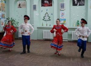 Казачьими песнями и фланкировкой шашками отметили шахинцы Старый Новый год