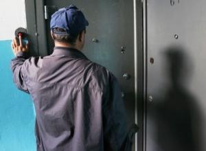 «Решить на месте» за деньги все вопросы предлагает «липовый» контролер в Шахтах