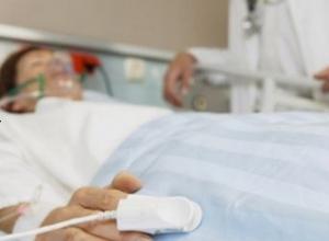 Шахтинца, обратившегося в больницу с тяжелыми травмами, врачи отправили на обследование в частную клинку
