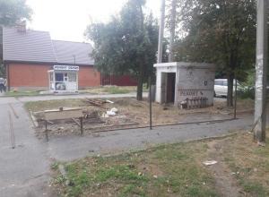 Шахтинцы возмущены строительством нового ларька на газоне