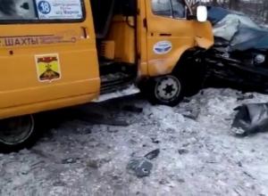 В Шахтах в лобовом столкновении с маршруткой погиб водитель «Акцента»