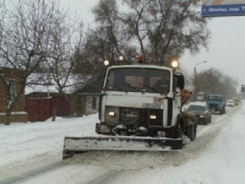 В работах по очистке Шахт от снега задействовали 150 человек и 17 единиц техники
