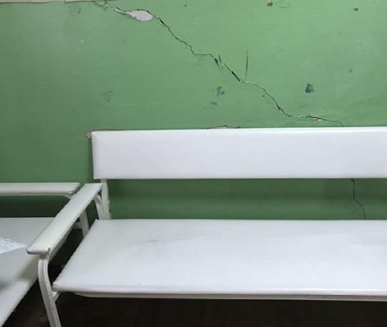 «Стены лопаются, потолок обваливается» - ужаснулись состоянию детской больницы жители Шахт