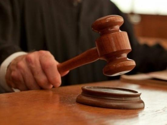 Шахтинец, избивавший собственных детей и угрожавший убить их мать, получил год и три месяца заключения