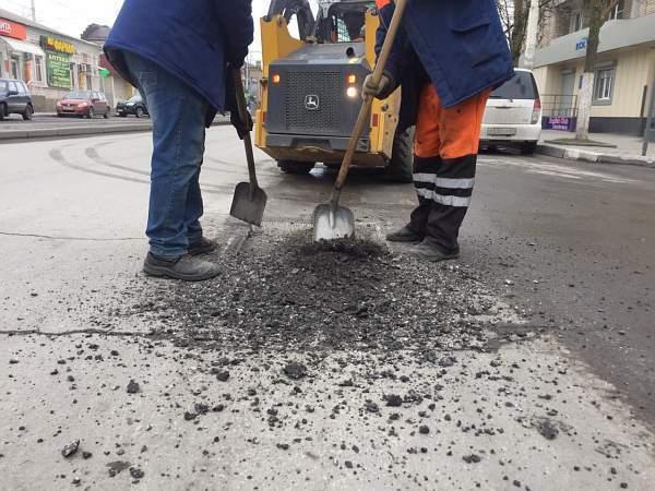 Инцидент менеджмент по-шахтински: власти города снова отреагировали на просьбу жителей починить дорогу