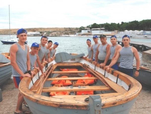 Вязали узлы, учили семафор, стреляли: в военно-морском многоборье сухопутные шахтинцы «обставили» моряков