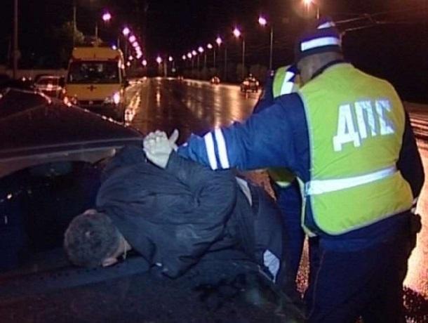 Уйти от погони и сбежать попытался 18-летний угонщик из Шахт