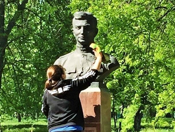 Аллею Героев привели в порядок студенты шахтинского техникума «Дон-Текс»